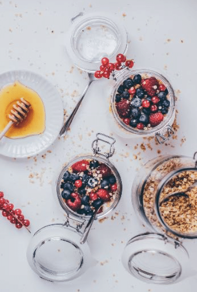 Snel en gezond ontbijt recept | Geitenyoghurt met Havermout en rood fruit