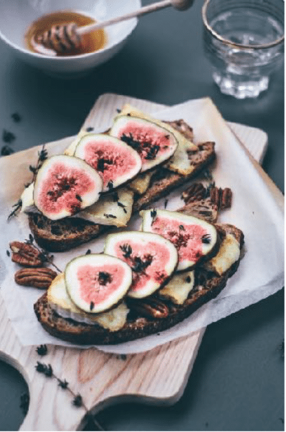 Gezonde lunch | Sneetje brood met brie, vijgen en honing